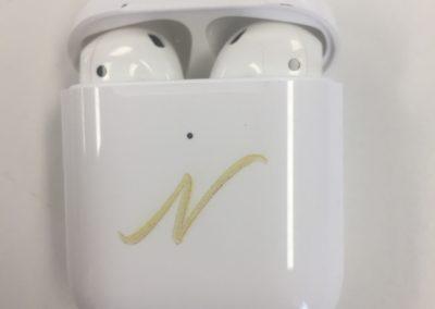 Gravure sur-mesure boîtier airpods et écouteurss